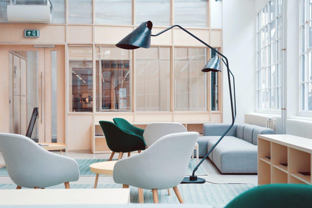 bureau salon espace détente fauteuil canapé